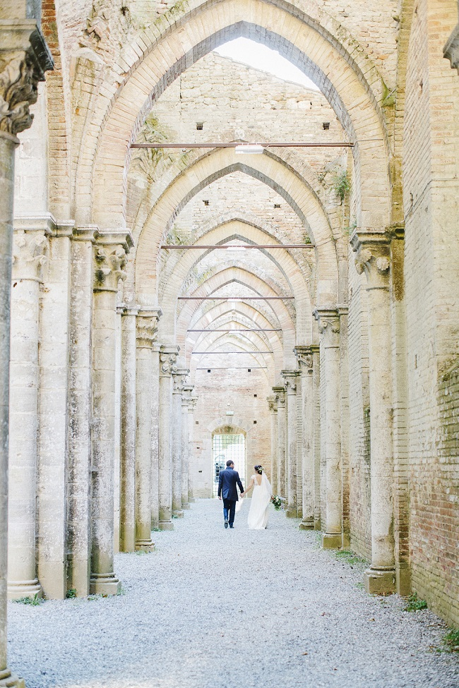 destination-wedding-tuscany-san-galgano-abbey